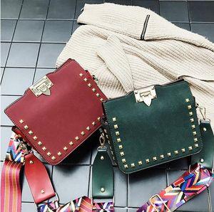 New Shoulder Messenger Bag Design Women's New Postman Handbag Versatile Rivet Bags Retro Small Square Bag