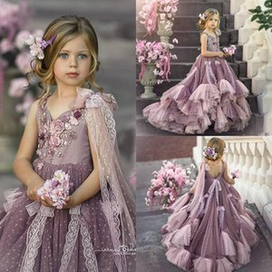 2021 Cute Flower Girl Dresses V Neck Lace Appliqued Beaded 3D Flower Girl Pageant Gowns Backless Bow Ruffle Tiered Skirt Birthday Gowns