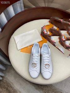 В начале весны 2021 года новый стиль повседневной обуви с металлической пряжкой Кожаный размер 35-41