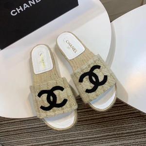 2021 Novas sandálias de venda quente e chinelos para praia de verão, sandálias plana interior e exterior e chinelos com toe apontado confortável,