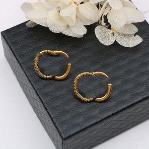 Boucles d'oreilles en métal rétro Studs Double lettre Designer Studs Femmes Charme Boucles d'oreilles Boucles d'oreilles à aiguilles argentées