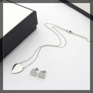 Europa Amerika Modeschmuck Sets Dame Frauen Titanstahl Gravierte G-Initialen Herz Anhänger Halskette Armband Sets 3 Farbe