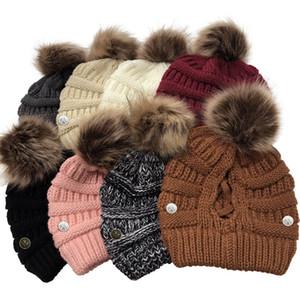 Tricotar botão Máscara Crochet Hat Beanie com cara Criss-Cross oco Out menina mulheres inverno quente chapéu com bola Pom Pom rabo de cavalo Desporto Headwear