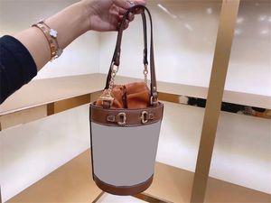 Diseñador de lujo clásico Vintage Lady Mujeres Hombro Hombro Hombro Bolsos Bucket Bow Cerring Cadenas Bordado Cadena Dos Manijas Hombro Bolsas