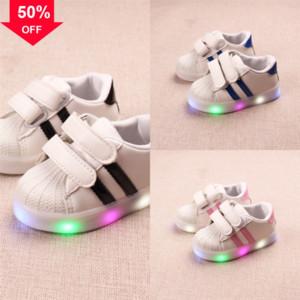 Wingchanging Light Girls Boys Leed Light Roller Skate Shoes Одно дети Дети Кроссовки с колесами Обувь Лас Мода Flash Светодиодная Волоконная оптика для