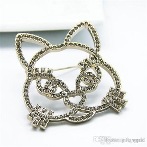 New products are sold in Europe and America retro cartoon cat brooch female atmosphere fashion hollow animal pin a generation