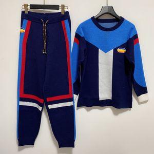 1105 2020 Equipo de otoño Cuello Jersey Dos piezas Conjuntos Pantalones Pantalones de manga larga regular Suéter con paneles de moda de lujo Qian