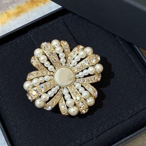Hot Marque Mode Bijoux Vintage Camélia Style Fleur Style Fleurs Snowflake Broche Pull Broche Fleur Perle Fashon Camellia Broches 201214