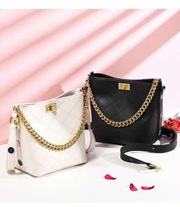 Hippie Bag Weibliche 2020 Neue Koreanische Version der Mode Single Shoulder Diagonale Weibliche Tasche Große Kapazität Wandern Bucket Bag 8822