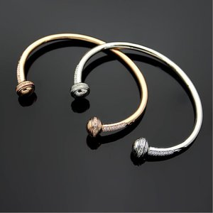 The open-end bracelet with diamond inlay can be rotated, and the half diamond bracelet can be turned by women