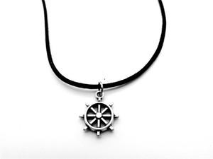 Vintage Antique Nautical Nautical Marine Marin Bateau Bateau Ancrage Rudder Collier Collier Vérifiez roue en cuir Colliers de corde Bijoux