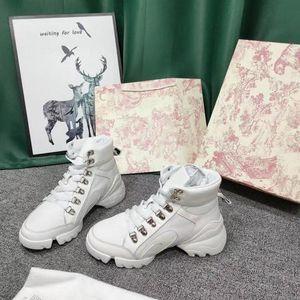 2021 حار بيع أزياء المرأة عارضة الأحذية الفاخرة trianing أحذية رياضية مريحة القيادة المتسكعون إمرأة تنس أحذية ركوب الدراجات