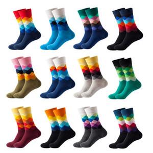 Мода носки Рождество Красочный гребенная хлопок носки Мужчины Повседневная шаблон Осень Crew носки высокого качества Алмазный Человек Большой размер 2Pcs = 1pairs