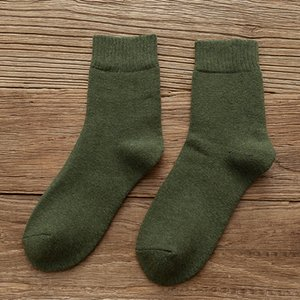Mens Autumn and Winter Thick Warm Socks 2021 New Fashion Casual Men Winter Thick Velvet Middle Tube Sock Free Size 12 Colors