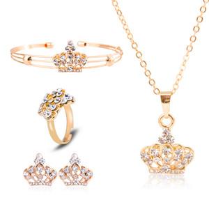 Quatro Peças Definir conjuntos de jóias Anel Brincos Crown Crystal Pingentes Pulseira Jóias Colar Mulher Homem Moda Acessórios Terno 5 37ly K2