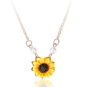 New Sweet Sunflower Imitation Pearl Sweater Necklace Yellow Sunflower Pendant Jewelry Necklace for Women