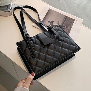 Petit Lingge PU Sacs à bandoulière en cuir pour femmes 2021 d'hiver de luxe Noir Sacs à main de marque Lux Trending mode Sac à main Q1118