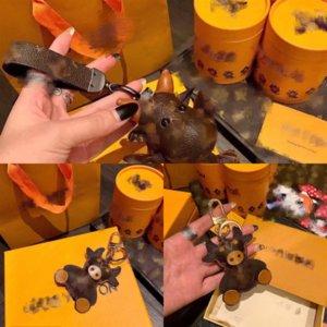 KS19S Key Baseball Cartoon Sneaker Bat Designer Holz Schlüsselanhänger Keychain Luxuriöse Mini Softball Baseball Verschiffen Kette Handschuhe Keychain B