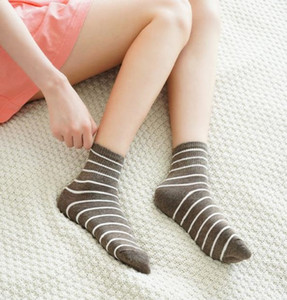 Socks women autumn winter tube stockings striped college style student lovers socks day versatile sports cotton wholesale