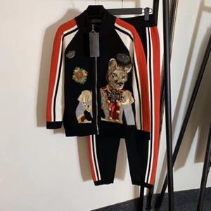 1105 2020 Envío gratis Carta Equipo Cuello Dos Piezas Conjuntos de Manga Larga Cardigan Marca Mismo estilo Suéter Moda Suéter Qian
