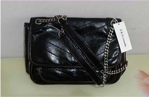 Bolsos de hombro de mujer de alta calidad Bolsas de cadena de metal negro Tote de cuero graso Pure Bolsos negros Bolsos universitarios Bolsos QQQQ3
