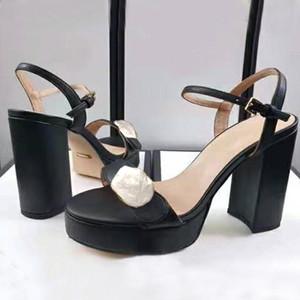 Tasarımcı Sandalet kadın Yaz Platformu Yüksek Topuklu Deri Moda kadın Ayakkabıları Metal Toka Kadın Kırmızı Taban Düğün Ayakkabı Büyük Boy 41
