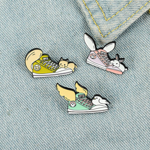 Animal Shoes Enamel Pin Custom Cat Tail Rabbit Ears Bird Wings Brooches Bag Lapel Pin Animal Badge Cute Jewelry Gift for Friends