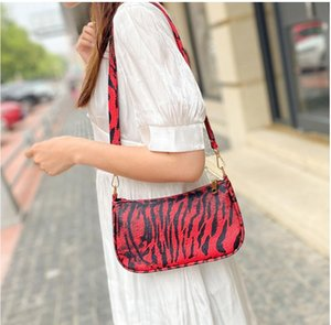 Xiaozhongbao women's 2021 spring and autumn new leather pattern single shoulder underarm handbag retro leopard pattern stick bag delivered t