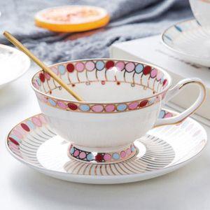 WourTh porcelana de hueso Té y platillo conjunto de té de cerámica Phnom Penh Café de café Cucharada de acero inoxidable 220ml Transporte doméstico Q0109