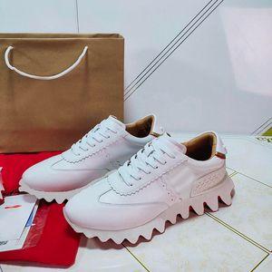 2021 Top Vermelho Bottom Sapatos Casuais Homens Mulheres Elegante Sapatos All-Match Krystal Spikes Sneakers Liso Couro Sneakers Luxo Moda Formadores