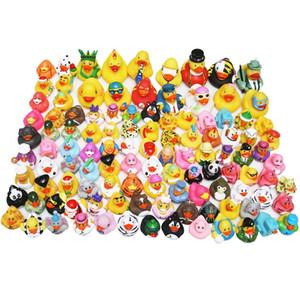 Bambini all'ingrosso giocattolo da bagno giocattolo galleggiante gomma anatre spremere suono carino bella anatra per baby shower 20/50 / stili casuali LJ201019