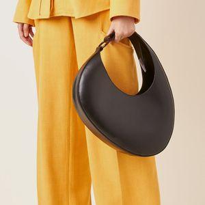 Italienne Brand Half Moon Femmes 2020 Nouveau sac à main solide Croissant Crescent Personnalisé Grande capacité Sac à bandoulière à grande capacité Automne 22A0 Q1118