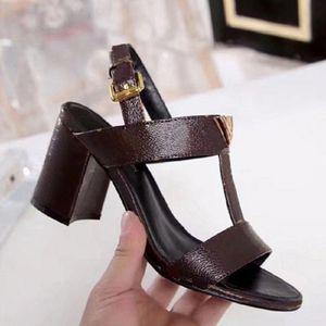 2020 verkaufen Klassische Sandalen Dame Sommer Sandalen Metallschnalle Große Größe Leder High Heeled Frauen Schuhe mit 35-41 mit Kiste 1702
