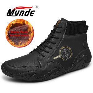 Brand Winter Warm Plush Men Snow Lace-Up Autumn Ankle Boots Comfortable Outdoor Sneakers Men's Shoes 201128