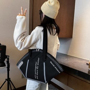 PB0007 Fashion Personality Creative Face Mask Designer Handbag Shoulder Bag Large Capacity Shopping Bag Black White 2 Colors Mrnwu