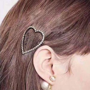 Neue Ankunft Frauen Herz Brief Haar Clip Bling Bling Kristall Brief Barrettes Mode Haarschmuck 2 Arten