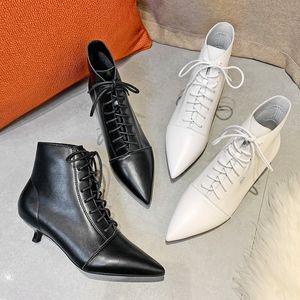 رقيقة عالية الكعب النساء الكاحل مثير عبر ربط الدانتيل يصل الصلبة أسود أبيض نقطة تو 2020 الخريف الشتاء رعاة البقر أحذية المرأة أحذية LJ201030