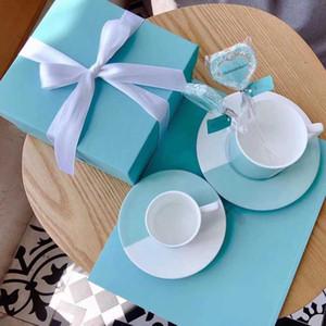 Luxurys Classic Leche Coffee Tazas Copa elegantes Diseñadores Hueso China Tea Conjuntos de té Cocina Tool Regalo con caja