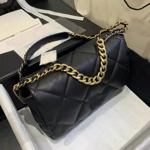 Luxury designer ladies messenger classic fashion bag, casual style, different matching clothes and different back methods are very casual, c
