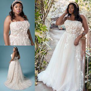 Amazing Plus Size Lace Wedding Dresses Strapless Neck A Line Beaded Bridal Gowns Sweep Train Tulle robe de mariée