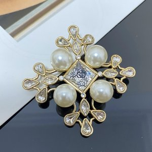 Designer luxury brooches 2020 xiangjia retro personality new pearl brooch high version exquisite diamond s925 brooch