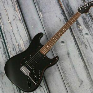 Fábrica al por mayor Top Calidad GIST-1066 Color negro Negro Cabeza Sólido Cuerpo Sólido Redboard Freboard ST Guitarra eléctrica, envío gratis