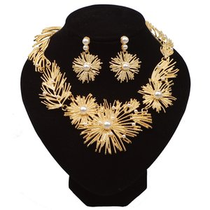 New product listing 2019 exaggerated women jewelry set wholesale custom faux pearl necklace and earrings jewelry set