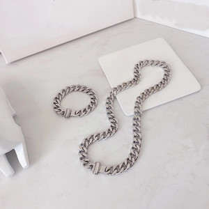 Europe America Men Silver-colour Metal Engraved V Initials Flower Chain Links Necklace Bracelet Jewelry Sets M68273 M68272