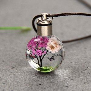 가죽 체인 투명 한 꽃 목걸이와 어두운 둥근 유리 펜던트에서 도매 개인화 된 빛나는 빛