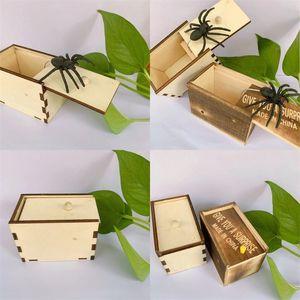 المزحة الخفية الخفيفة صناديق خشبية صغيرة 9.5 * 6.5 * 6 سنتيمتر تلعب نكتة سيليكون تعطيك مفاجأة صندوق العنكبوت لعبة هدية فخمة جودة عالية 3 5BY M2