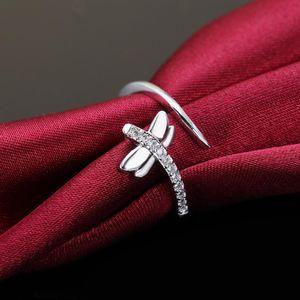 Prezzo all'ingrosso Donne Argento Anello di colore Anello Charms Gioielli da sposa Ragazza Regalo Dragonfly Crystal Fashion Monili classici LR066 H SQCMAK