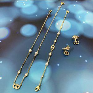 2020HOME perla diamante lettera piccola fragranza stile ckokker collana temperamento versatile collana lettera per le donne