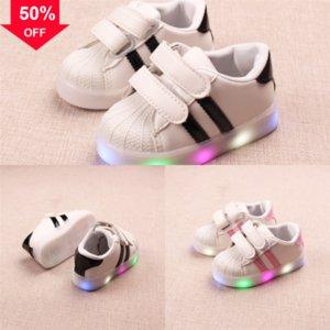 Bambini incandescenti per le ragazze Sneakers Scarpa Led Shoe Fibra si illumina sulle scarpe illuminate Scarpe Las Light Light LED con ragazza ottica Tenis LED Simulazione LUMI