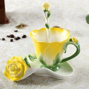 Esmalte de cerámica Copa de té Cucharada de té Cuchara 3D Rose Flower Copa de porcelana de alto grado Copa de regalo colorido creativo Kit de té VTKY2229